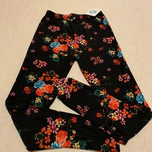 Super Cute Floral Pattern Leggings 🌹OSFM NWT